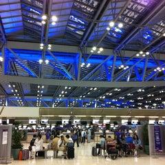 Photo taken at Suvarnabhumi Airport (BKK) ท่าอากาศยานสุวรรณภูมิ by Wimalin R. on 6/10/2012