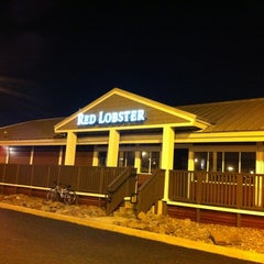 Photo taken at Red Lobster by Ammar T. on 3/1/2012