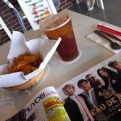 Photo taken at Tea Lounge Fresh Brewed by Phebe C. on 8/26/2012
