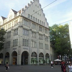 Photo taken at Paradeplatz by Grüss Kün R. on 8/30/2012