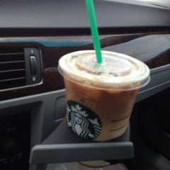 Photo taken at Starbucks by Quiana R. on 6/11/2012