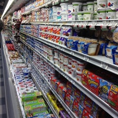 Photo taken at Publix by Mee Kittiphong on 7/18/2012