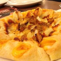 Photo taken at Pizza Hut by Eleazar on 4/5/2012