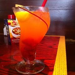 Photo taken at Red Robin Gourmet Burgers by Nina K. on 6/2/2012