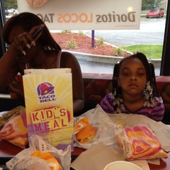 Photo taken at Taco Bell by Mr Mojo on 8/8/2012