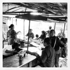 Photo taken at Warung TO Benhil 96 by Fahmy A. on 6/29/2012