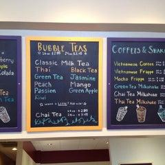 Photo taken at Fat Straws Bubble Tea & Juice by Jinny N. on 6/17/2012