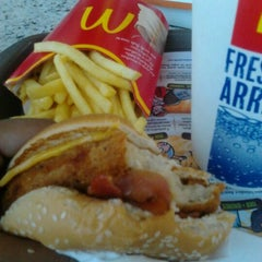 Photo taken at Mc Donald's by Aline R. on 5/8/2012