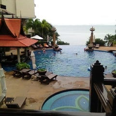 Photo taken at Garden Cliff Resort and Spa by Evy E. on 8/3/2012
