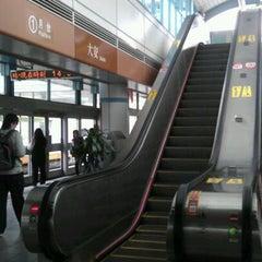 Photo taken at 捷運大安站 MRT Daan Station by Birgit L. on 4/22/2012