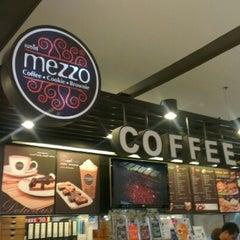 Photo taken at Mezzo (เมซโซ่) by POTTAMAN ® on 7/24/2012