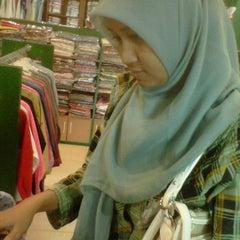 Photo taken at Al - Fath Griya Busana Muslim by Adithya W. on 7/7/2012