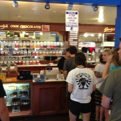 Photo taken at Goody's Soda Fountain & Candy by Steve R. on 9/3/2012