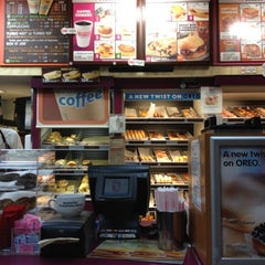 Photo taken at Dunkin' Donuts by Venice B. on 7/18/2012