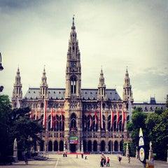 Das Foto wurde bei Rathausplatz von Paul S. am 6/4/2012 aufgenommen