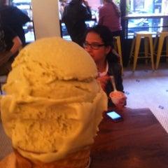 Photo taken at Van Leeuwen Artisan Ice Cream by Michelle S. on 5/22/2012