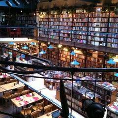 Photo taken at Cafebrería El Péndulo by Escartl P. on 5/13/2012