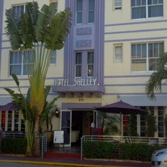Photo taken at Hotel Shelley by Damien B. on 4/6/2012