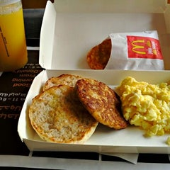 Photo taken at McDonald's   ماكدونالدز by Mohammad A. on 4/18/2012