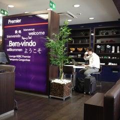 Photo taken at Lounge HSBC Premier by Henrique N. on 8/28/2012