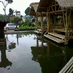 Photo taken at RM. Unti bebek & ayam by funny b. on 6/10/2012