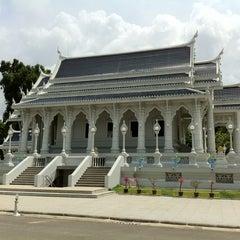 Photo taken at วัดแก้วโกรวาราม (Wat Kaew Korawaram) by Udomsak T. on 5/7/2012