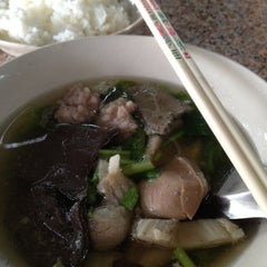 Photo taken at ตี๋เล็กโจ๊กหมู by Nokk C. on 3/8/2012
