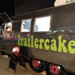 Photo taken at Trailercakes by Linda C. on 8/14/2012