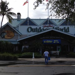 Photo taken at Bass Pro Shops Outdoor World by Vladimir M. on 5/23/2012