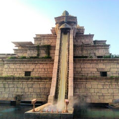 Photo taken at Aquaventure Waterpark by Mert A. on 6/2/2012