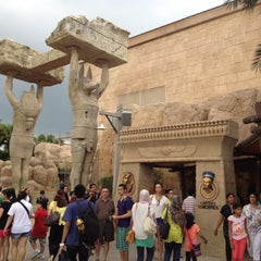 Photo taken at Revenge Of The Mummy by allen on 8/22/2012