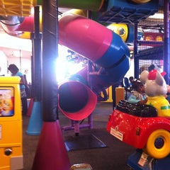 Photo taken at Chuck E. Cheese's by Charlisa K. on 3/10/2012