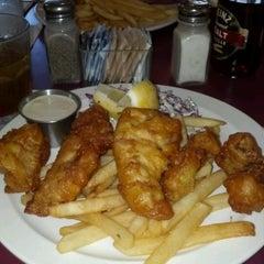 Photo taken at Hanalei Gourmet by El Roberto on 6/5/2012