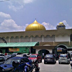 Photo taken at Masjid Al-Ridhuan by Najib on 3/23/2012