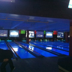 Photo taken at Bowlmor Lanes Union Square by Nina on 6/2/2012