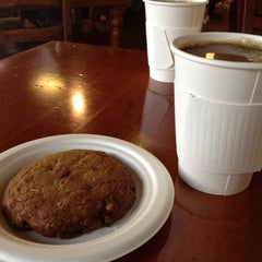 Photo taken at Bread and Cocoa by Yoko M. on 9/9/2012