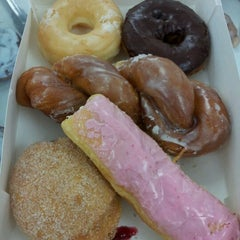 Photo taken at Snowflake Donuts by HajarChi on 4/18/2012