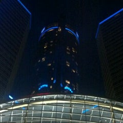 Photo taken at Detroit Marriott at the Renaissance Center by Leroy J. on 3/18/2012