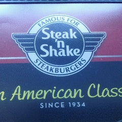 Photo taken at Steak 'n Shake by Carlos D. on 8/17/2012