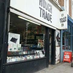 Das Foto wurde bei Rough Trade Records (West) von Tim P. am 5/31/2012 aufgenommen