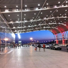 Photo taken at 苏州园区站 Suzhou Industrial Park Railway Station by 林 on 7/29/2012