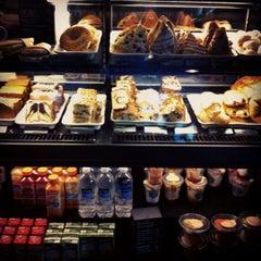 Foto tirada no(a) Starbucks por Helene W. em 3/4/2012