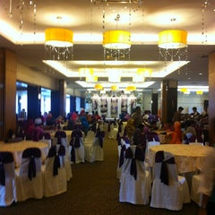 Photo taken at Sangkar Kristal by Muhamad A. on 9/1/2012