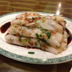Photo taken at Mei Li Wah by ZenFoodster Eats on 8/2/2012