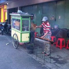 Photo taken at Sate Madura Asli cak Didin ST by Fonda N. on 7/21/2012