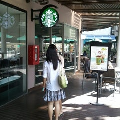 Photo taken at Starbucks by Zerntrino on 7/21/2012