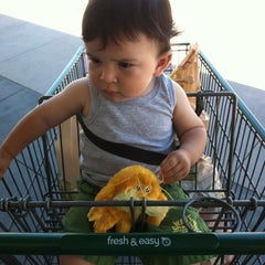 Photo taken at Fresh & Easy Neighborhood Market by jimmy2beers on 8/9/2012