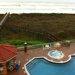 Photo taken at La Copa Inn Beach Hotel by Xavier M. on 2/25/2012