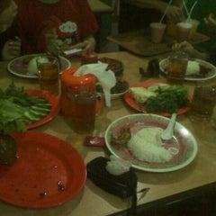 Photo taken at Warung Nasi Ibu Imas 1 by yudi alvianus b. on 3/18/2012