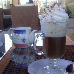 Photo taken at Cefe's Café by Francisco Guerra A (. on 8/18/2012